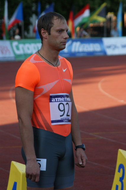 Андрей Епишин перед забегом на 100 м