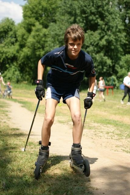 Юным лыжникам очень нравятся внедорожные лыжероллеры, ведь кататься на природе намного интереснее чем на асфальте.
